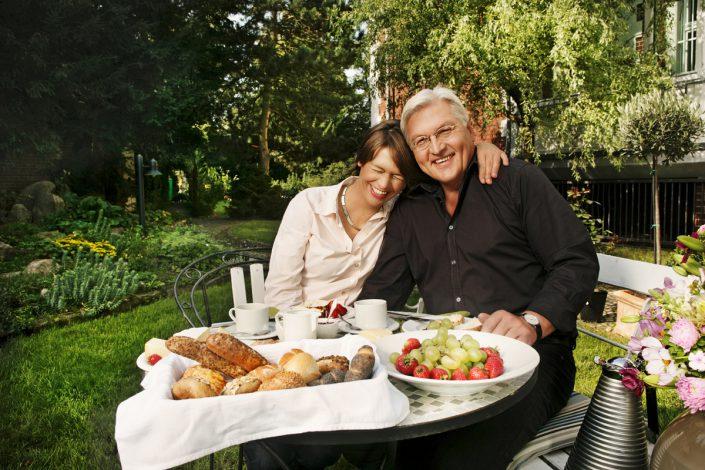 Frank-Walter Steinmeier mit Frau, SPD Fraktionsvorsitzender